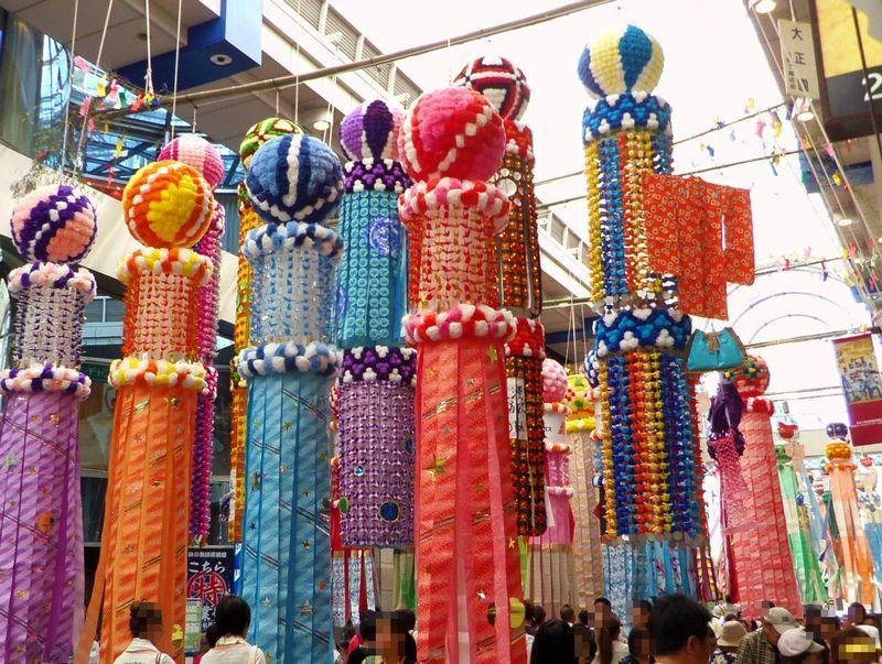 伝統の豪華七夕飾りは1セット50万円以上!まずは中央通りから堪能しよう