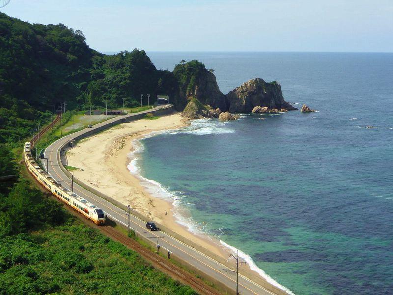 日本海に奇岩が続く美しい名勝海岸!新潟「笹川流れ」