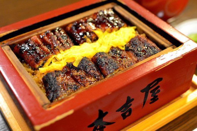 郷土料理「鰻の蒸籠蒸し(うなぎのせいろむし)」