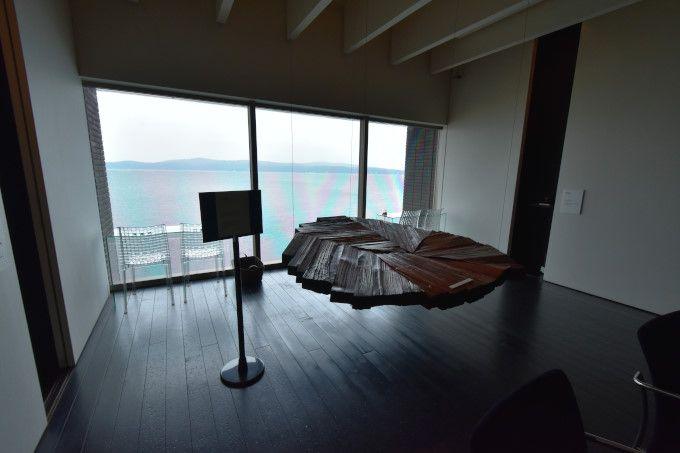 「角偉三郎美術館」と「能登の海を望むカフェ」