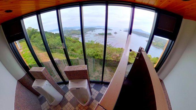 絶景眺めて用を足す。爽快感MAXの鹿児島「針尾空中展望トイレ」