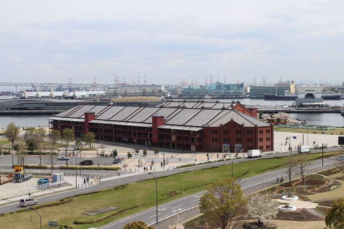 まずは、「横浜みなとみらい21」地区で赤レンガ倉庫と記念撮影♪