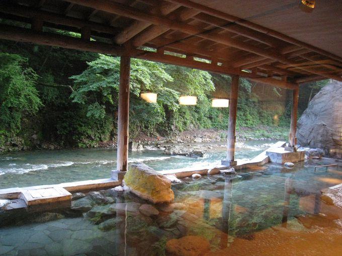 まるで川の中の露天風呂!?