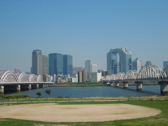 大阪キタの中心地・梅田を見渡すのどかな河原