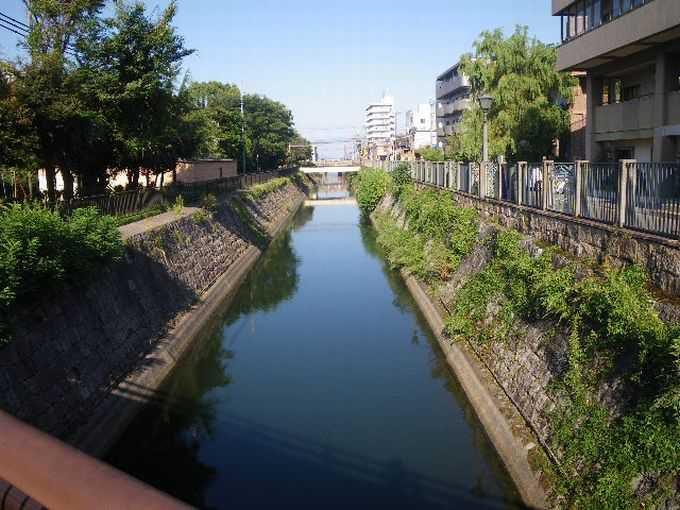 琵琶湖疏水のそばをゆっくり歩くのもいい
