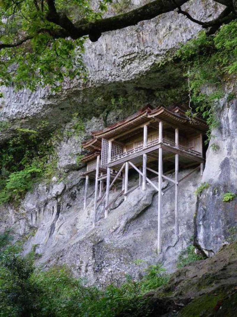 誰がどうやって建てたのか、国宝・投入堂に挑む〜三朝温泉の名物は温泉だけにあらず
