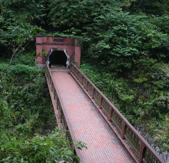 端出場に降りて、鉱山鉄道に乗って坑道観光