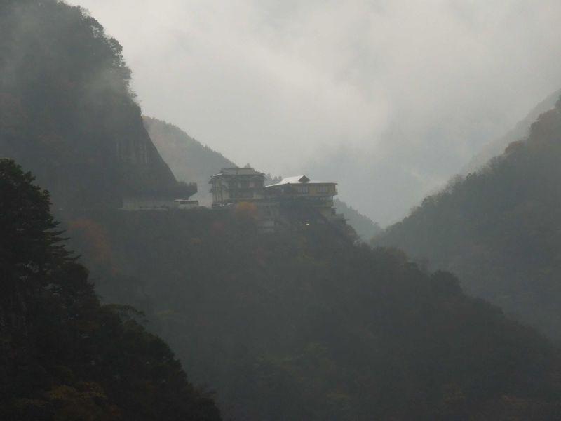 四国の山奥の秘境・祖谷渓の一軒宿温泉を目指して