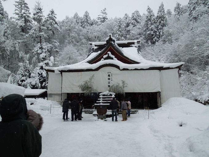 雪の中の亀岡文殊(大聖寺)の参道は要注意