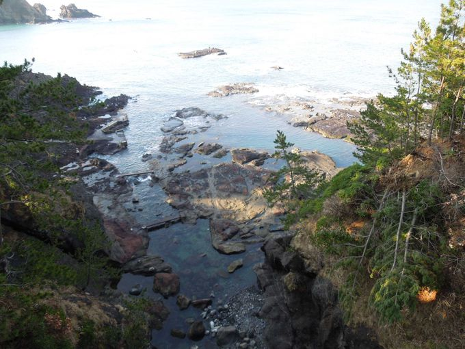 日本海の荒波が造り出した能登金剛「巌門」「千畳敷岩」