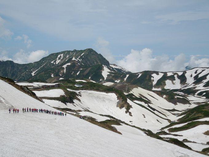 一の越山荘へ向けて、雪渓を超えて