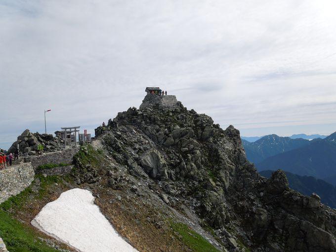 360度の眺望を心に刻む、雄山山頂