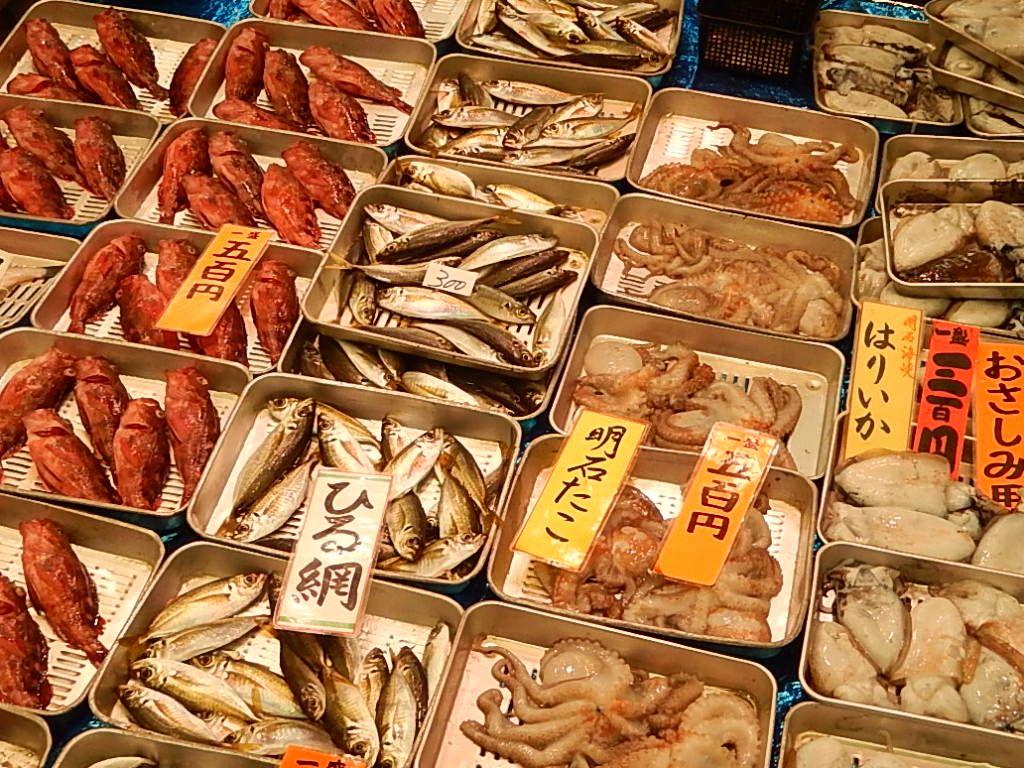 『魚の棚(うおんたな)』で、『魚のまち』明石の食を楽しむ