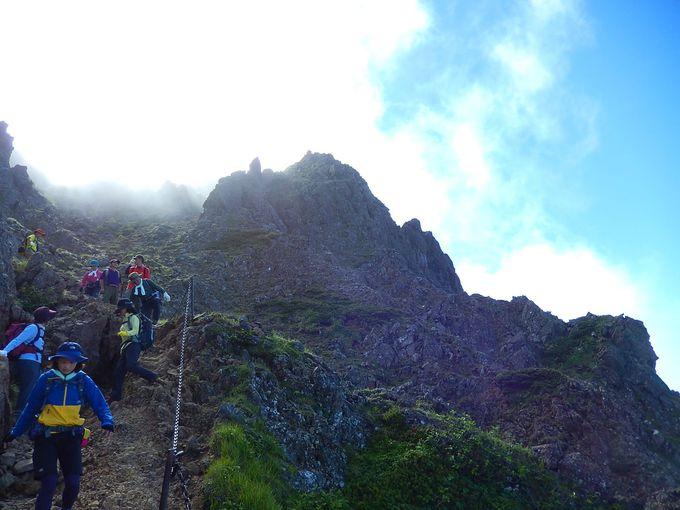 山頂を楽しんだ後は、急斜面をゆっくり下って