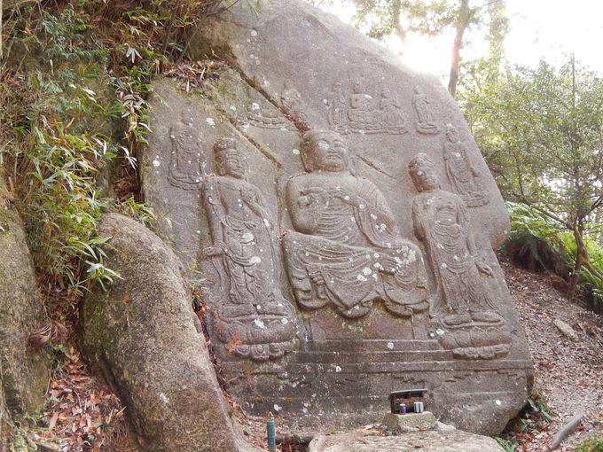 圧巻の狛坂磨崖仏(こまさかまがいぶつ)