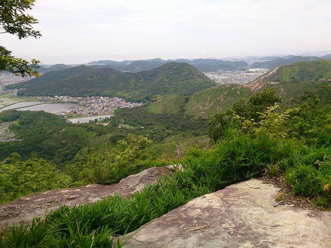 登山口からいきなりの岩場
