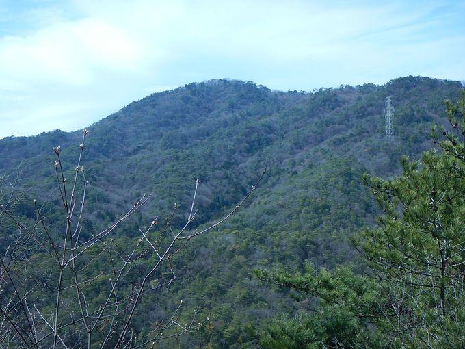 長尾谷ダムを目指して下り、県道33号線を渡る
