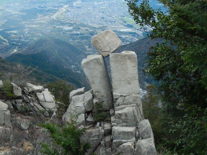 御在所ロープウエイを横目に登ろう!中道登山道から武平峠へ