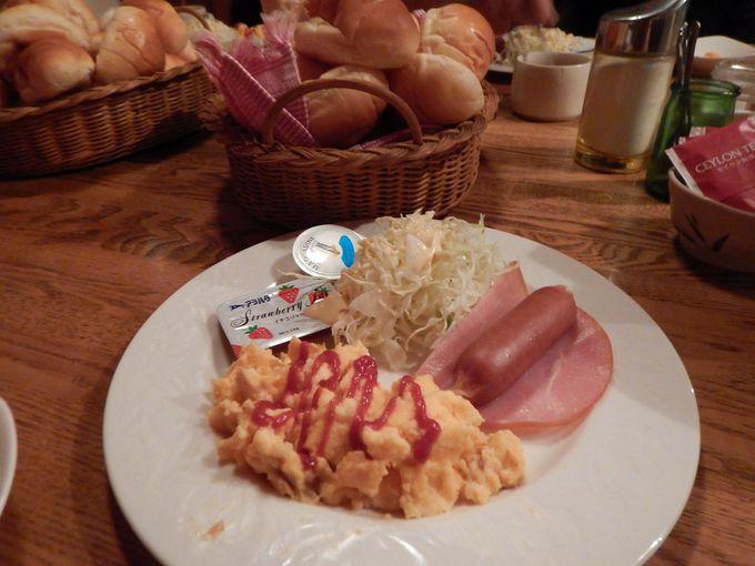 山小屋では珍しいパン朝食