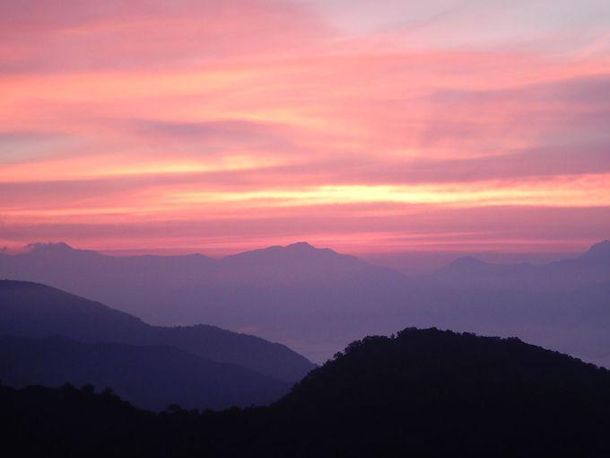 真っ赤に染まる雲海の朝焼け