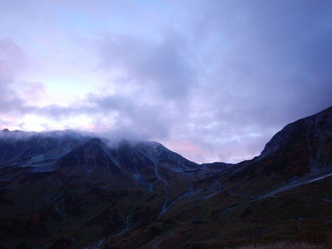 夜は満天の星空、朝は立山三山に包まれて