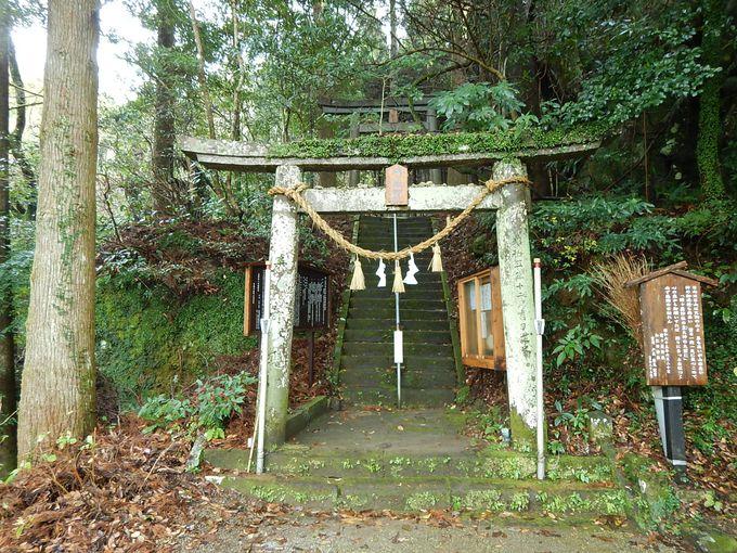 静かにたたずむ姥が嶽神社