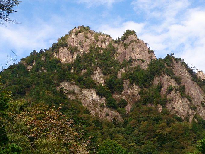 見晴らし岩で雪彦山とご対面