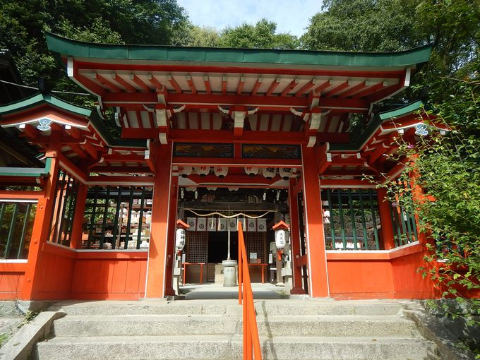 諏訪神社からは神戸港が
