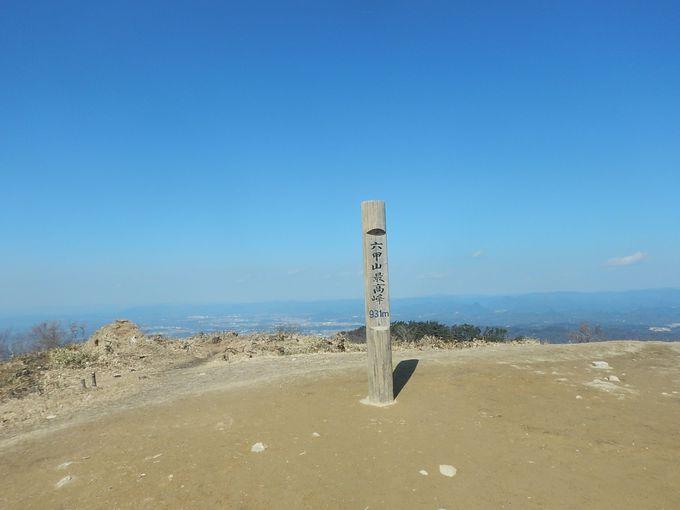 石の宝殿の鳥居にタッチして最高峰へ