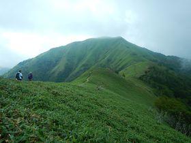 ミステリアスな徳島「剣山」の緑したたる稜線歩きはいかが?