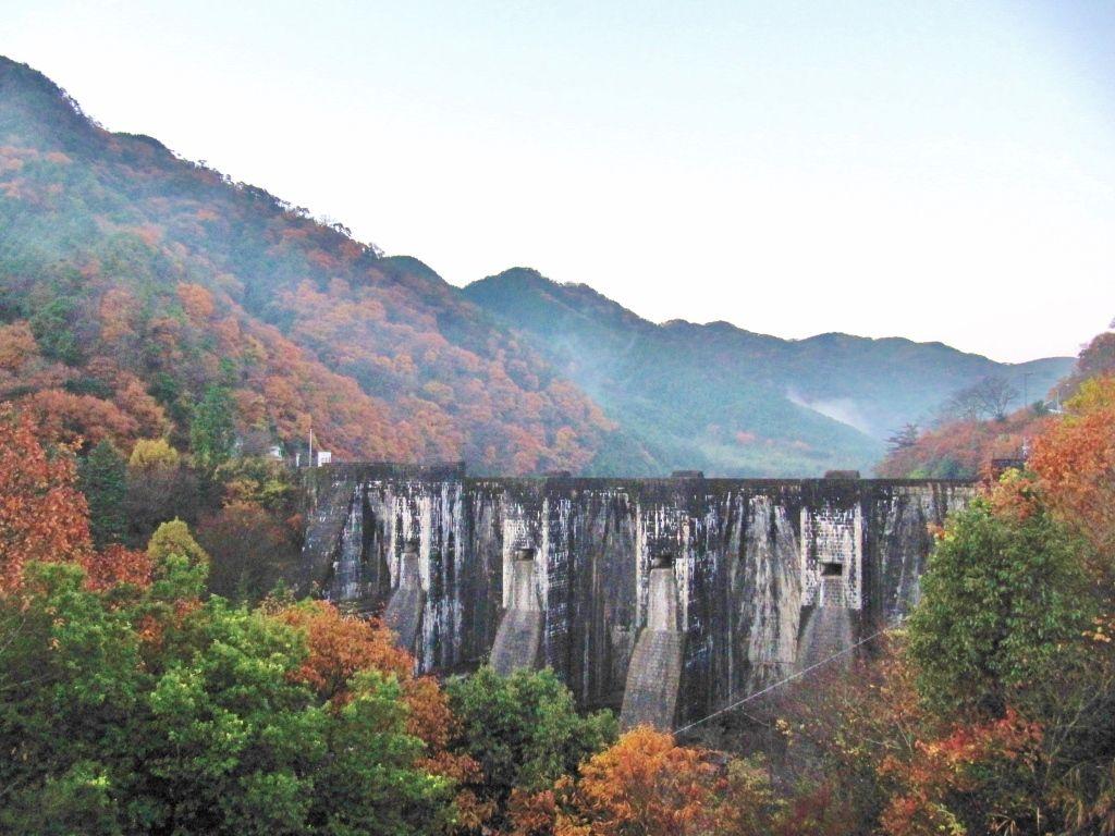 「国の重要文化財」にも指定されている豊稔(ほうねん)池ダム