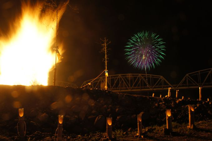 祭りのフィナーレに打ちあがる花火