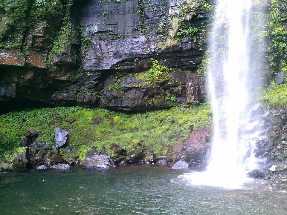 深い山中に隠れた涼しいスポット「阿弥陀ヶ滝」