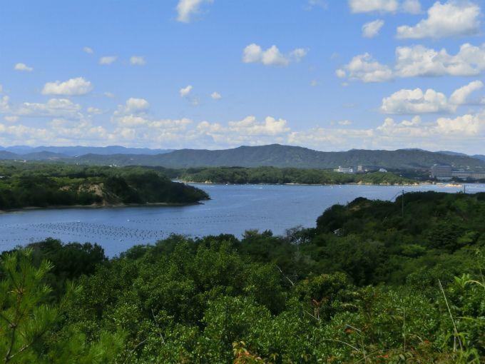 心ゆくまで景色を堪能できることが魅力の「登茂山展望台」