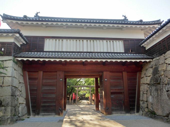 上田城跡のシンボル「3つの櫓」と「真田石」