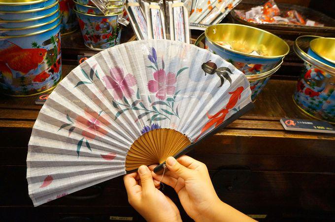 日本橋各地で売られる、可愛い金魚グッズも見逃せない!