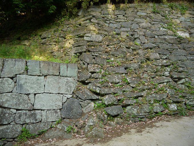 和歌山城の石垣は時代の変化を物語っています。