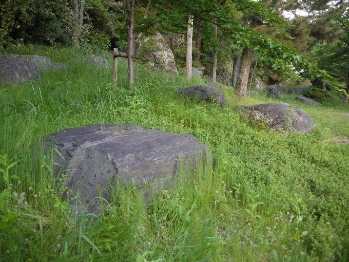 和歌山城から徒歩10分ほどの場所にある石切り場跡