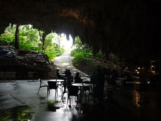 洞窟カフェは非日常的な時間を過ごせる場所