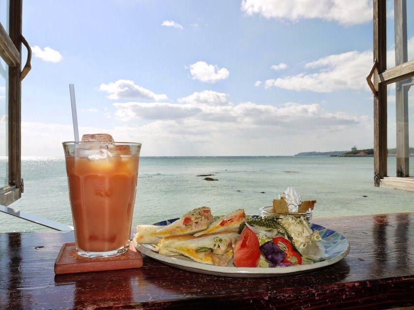 4日目:波打ち際にも座席が!海が見える人気カフェ「浜辺の茶屋」