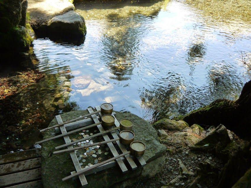 美しい清水が湧き出る龍伝説が残る「龍の口」