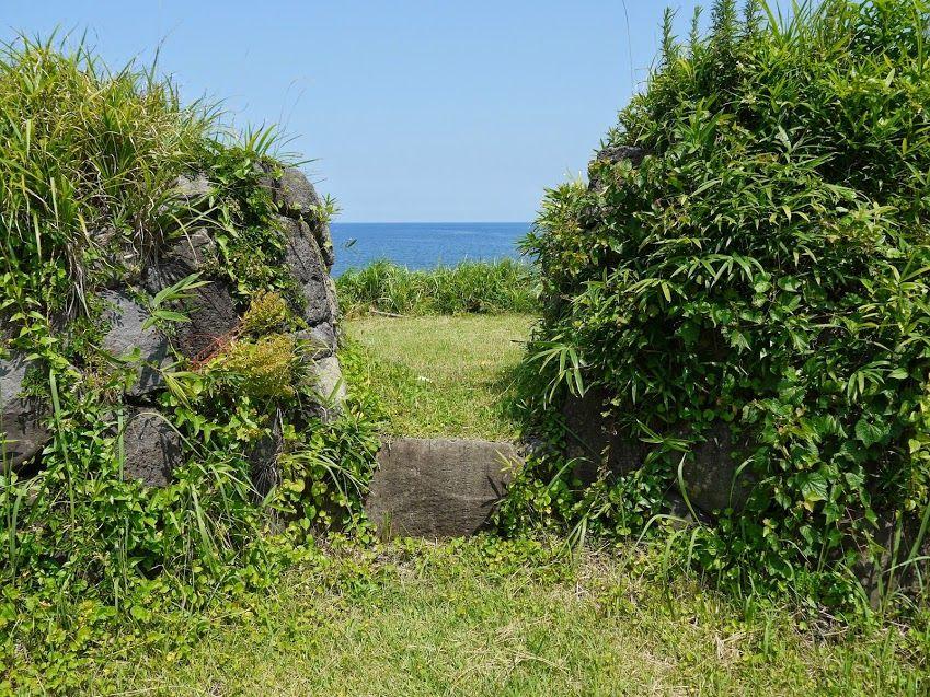 まるで遺跡のような砲台跡、ここを背にしてみる海は最高♪