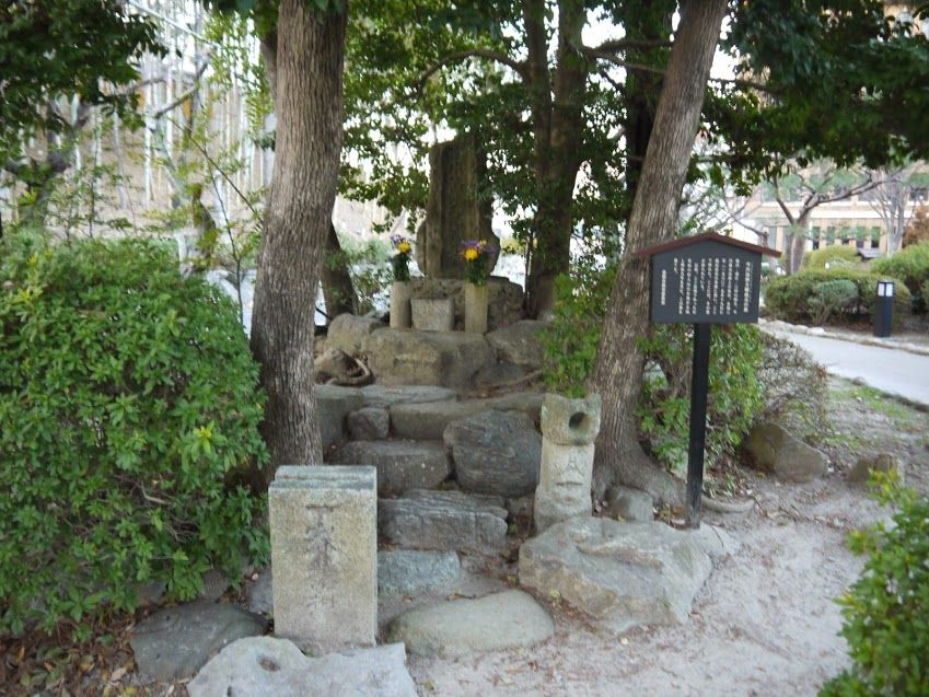 今川義元の墓と戦死した場所を示す「七石表」