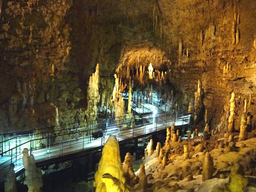 東洋で最も美しいと言われる鍾乳洞「玉泉洞」