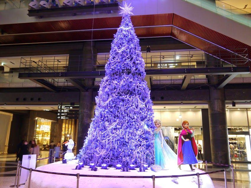 大ヒット映画『アナと雪の女王』再現させたクリスマスツリーは必見!