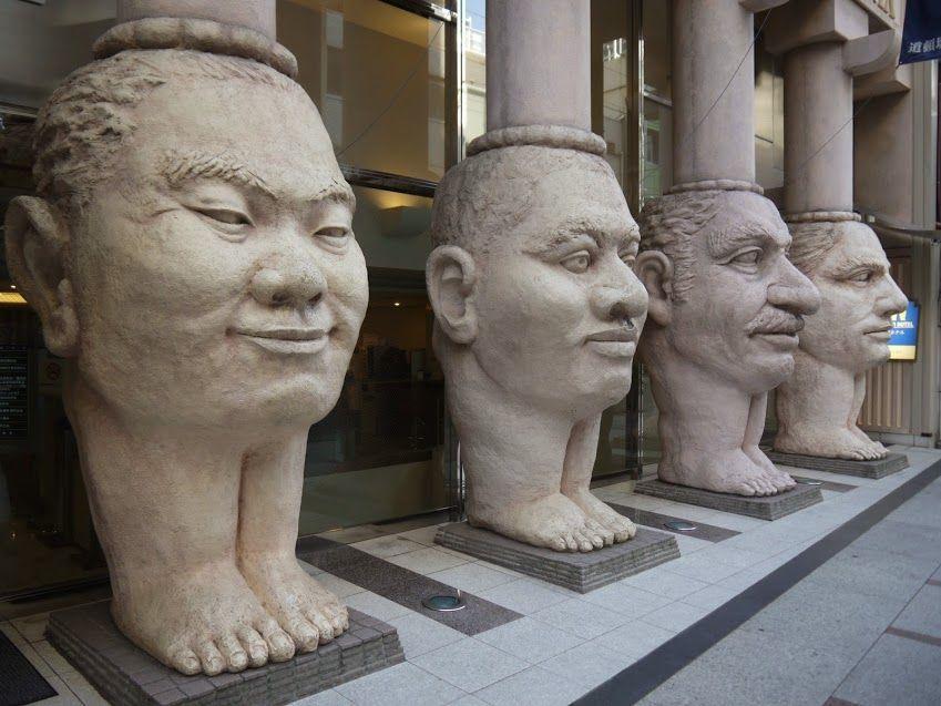 【珍スポット3】なんば道頓堀ホテル「世界4体像」はミナミの裏名所!