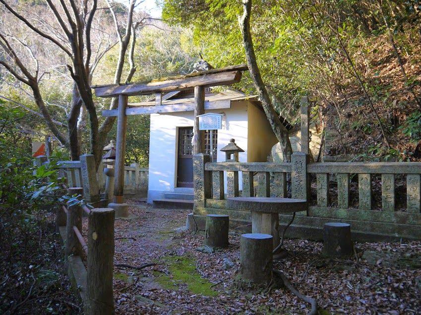 山奥にひっそりと佇む「金長神社本宮」にも参拝しましょう!