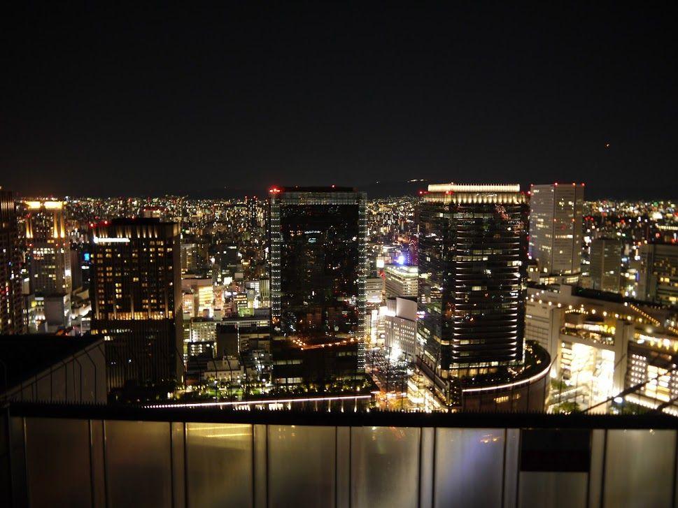 大阪の夜は「空中庭園展望台」でドラマチックな眺望を♪