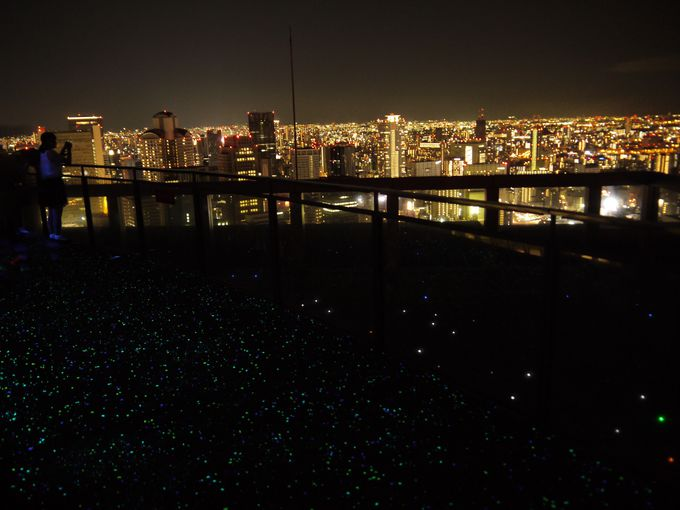 梅田スカイビル「空中庭園展望台」は夕暮れからが更に魅力的!