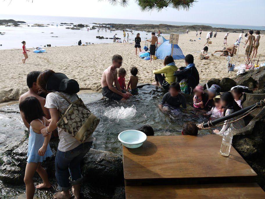 無料で入浴できる源泉かけ流しの天然露天風呂もある!